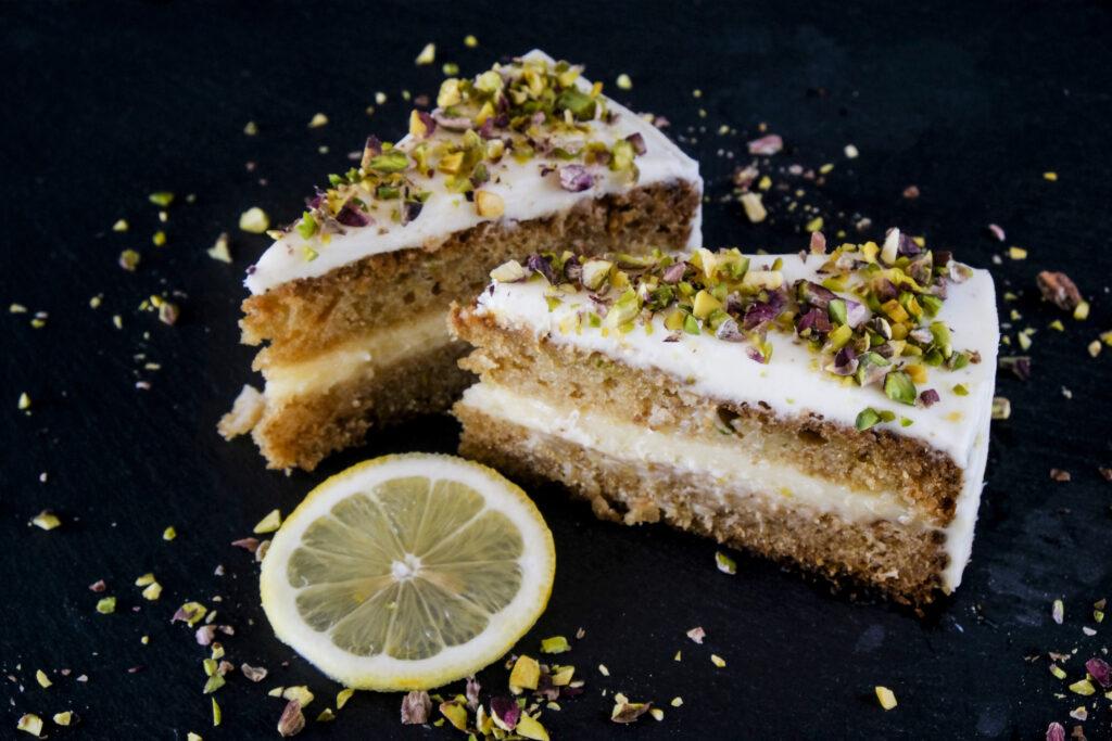 Κέικ Κολοκυθάκι με Φυστίκι Αιγίνης & Κρέμα Λεμονιού